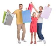 Familia joven que hace compras junto Fotografía de archivo libre de regalías