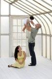 Familia joven que juega con el bebé Imágenes de archivo libres de regalías