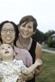 Familia lesbiana feliz feliz Fotos de archivo libres de regalías