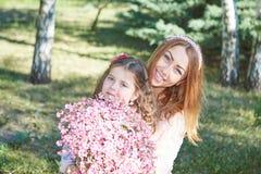 Familia, madre e hija felices Foto de archivo libre de regalías