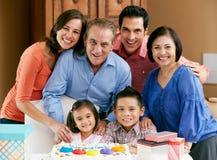 Familia multi de la generación que celebra cumpleaños Fotografía de archivo