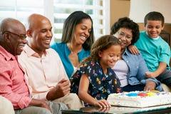 Familia multi de la generación que celebra el cumpleaños de la hija fotos de archivo libres de regalías