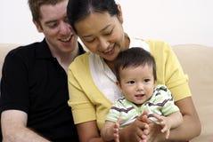 Familia multirracial feliz con el bebé Fotos de archivo