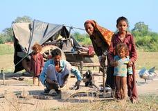 Familia pobre que vive en la India Fotografía de archivo libre de regalías