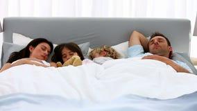 Familia preciosa que duerme junto metrajes