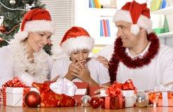 Familia que celebra Año Nuevo Imagenes de archivo