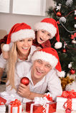 Familia que celebra Año Nuevo Fotos de archivo libres de regalías
