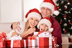 Familia que celebra Año Nuevo Imágenes de archivo libres de regalías