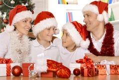 Familia que celebra Año Nuevo Foto de archivo libre de regalías