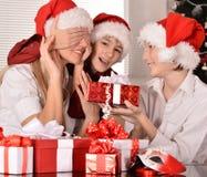 Familia que celebra Año Nuevo Fotografía de archivo libre de regalías