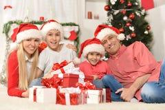 Familia que celebra Año Nuevo Fotografía de archivo