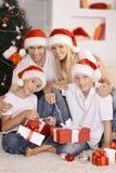 Familia que celebra Año Nuevo Imagen de archivo