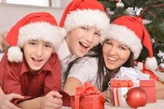 Familia que celebra el Año Nuevo Imágenes de archivo libres de regalías