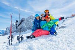 Familia que disfruta de vacaciones del invierno Imagen de archivo