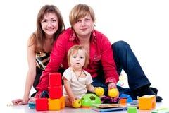Familia que juega con los juguetes Foto de archivo libre de regalías