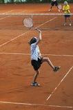 Familia que juega a tenis Imagenes de archivo