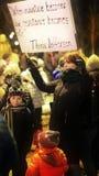 Familia que protesta en Bucarest - Piata Victoriei en 04 02 2017 Imagen de archivo libre de regalías