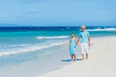 Familia que se divierte en la playa Imágenes de archivo libres de regalías