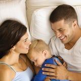 Familia que se relaja. Fotos de archivo libres de regalías