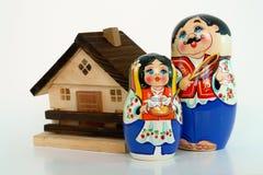 Familia rusa de las muñecas imagen de archivo libre de regalías