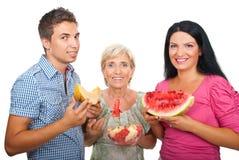 Familia sana con los melones Imágenes de archivo libres de regalías