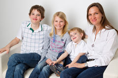 Familia sonriente Imágenes de archivo libres de regalías
