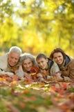Familia sonriente feliz Imagenes de archivo