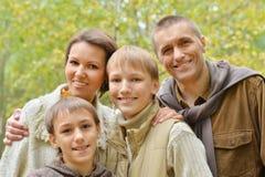 Familia sonriente feliz Imagen de archivo libre de regalías