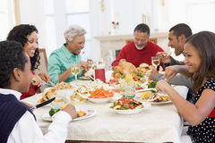 Familia toda junto en la cena de la Navidad Fotografía de archivo libre de regalías