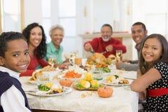 Familia toda junto en la cena de la Navidad Fotografía de archivo