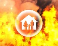Familia y casa en bola de cristal en el fuego libre illustration