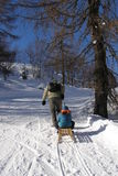 Familia y diversión del invierno Imágenes de archivo libres de regalías