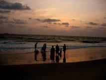 Familias de la puesta del sol Fotos de archivo libres de regalías