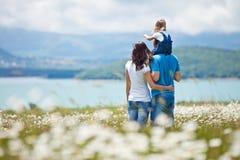Familias en naturaleza Imágenes de archivo libres de regalías