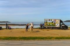 Familias en Playa América - Nigran - Galicia foto de archivo