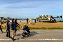Familias en Playa América - Nigran - Galicia fotografía de archivo libre de regalías