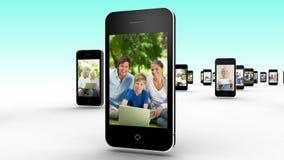 Familias usando Internet junto metrajes