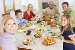 Familie allen samen bij het Diner van Kerstmis Royalty-vrije Stock Foto's