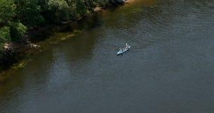 Familie auf Booten eines Paddels Stockbild