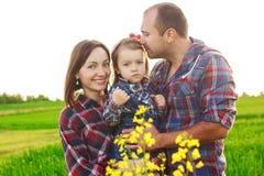 Familie auf dem Gebiet Stockbilder
