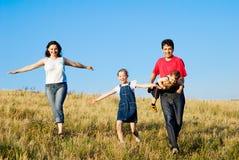 Familie auf dem Lack-Läufer Stockbilder