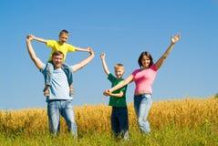 Familie auf der Natur Lizenzfreie Stockfotos