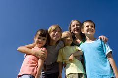 Familie auf Himmel Lizenzfreies Stockfoto