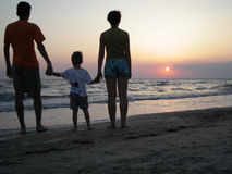 Familie auf Strand Stockfotos