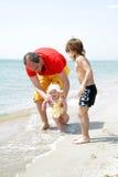 Familie auf Strand Lizenzfreies Stockbild