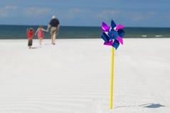 Familie auf Strand stockbild