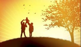 Familie bei Sonnenuntergang Lizenzfreies Stockfoto
