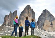 Familie in bergen Stock Foto's