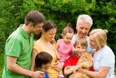 Familie bij aard Royalty-vrije Stock Foto