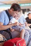 Familie bij de luchthaven Royalty-vrije Stock Foto